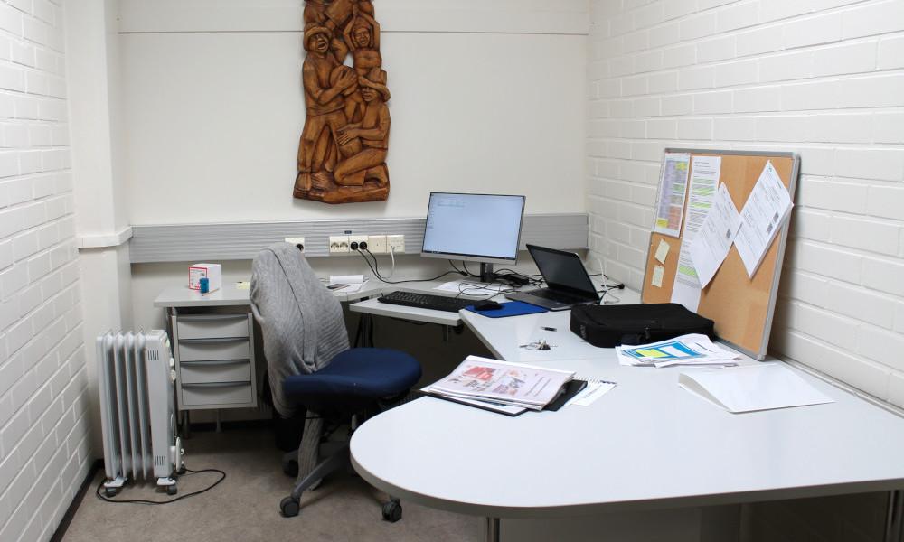 Kotkan pääkirjaston tutkijanhuone kolmannessa kerroksessa