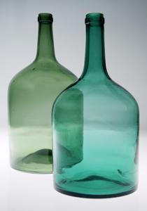 Pulloja Kymenlaakson museon esinekokoelmista