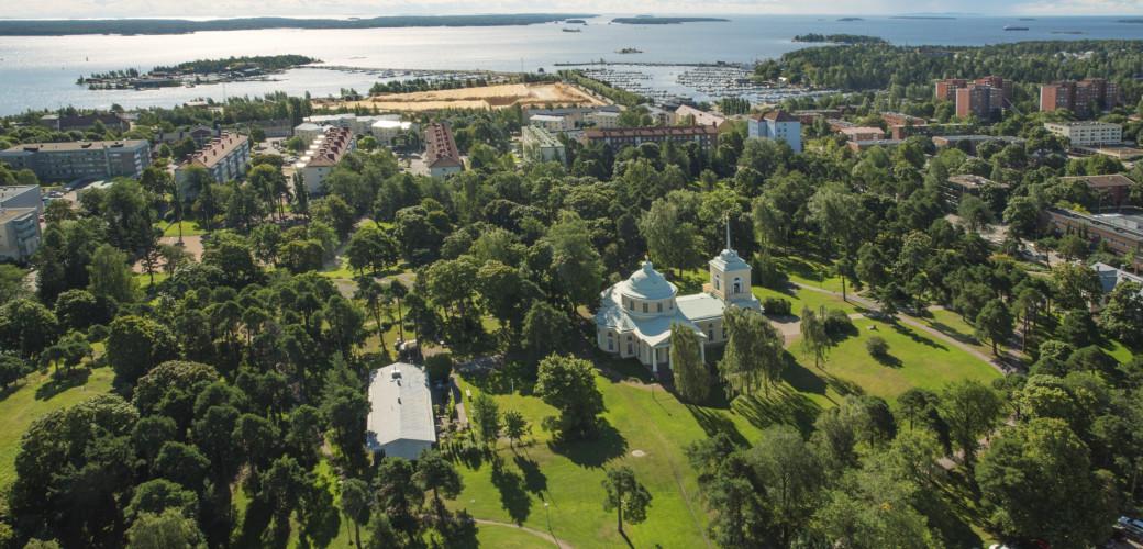 Ilmakuvia Kotkan puistoista, Isopuisto. Kuva: Korppi Films Oy