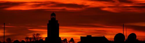 Kotkan pilvitaivas auringonlaskun loisteessa