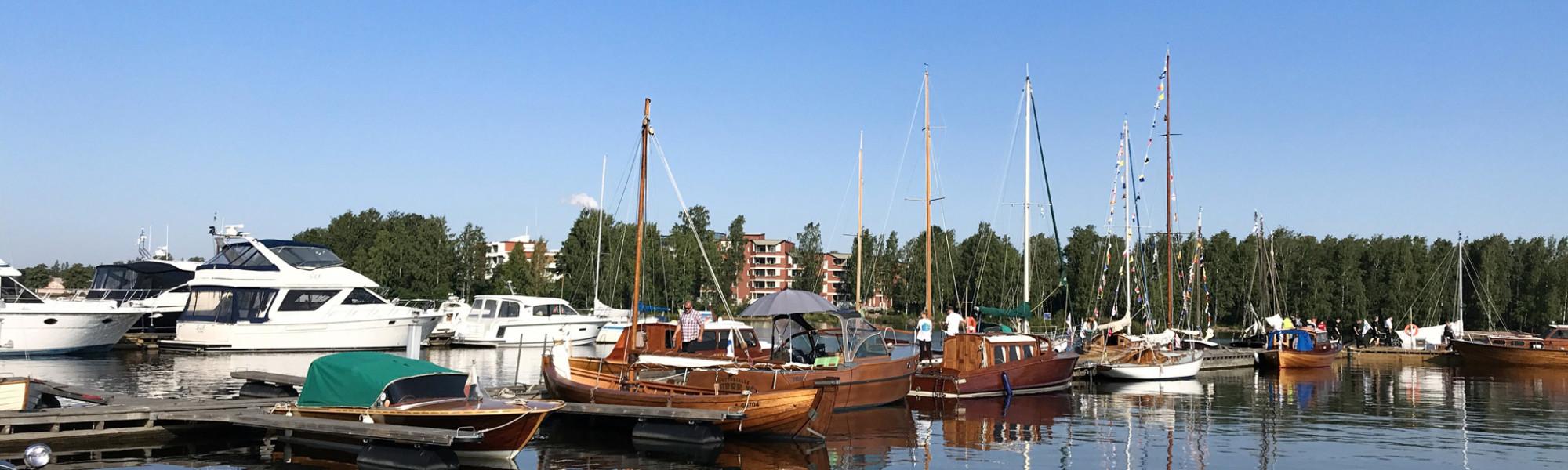 Veneitä Sapokan venelaiturissa