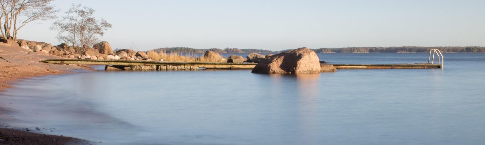 Kuvassa on Mansikkalahden uimaranta