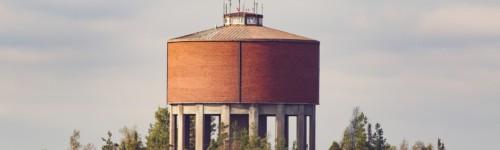 Kuvassa on Kotkan vesitorni.