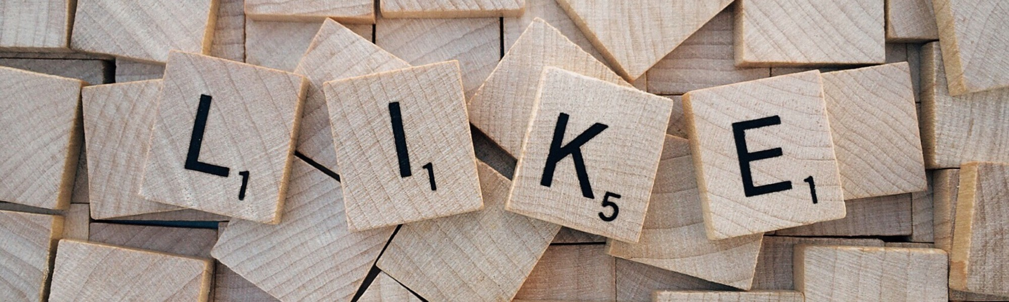 Sanapeli josta käännetty kirjaimet L, I, K, E eli like