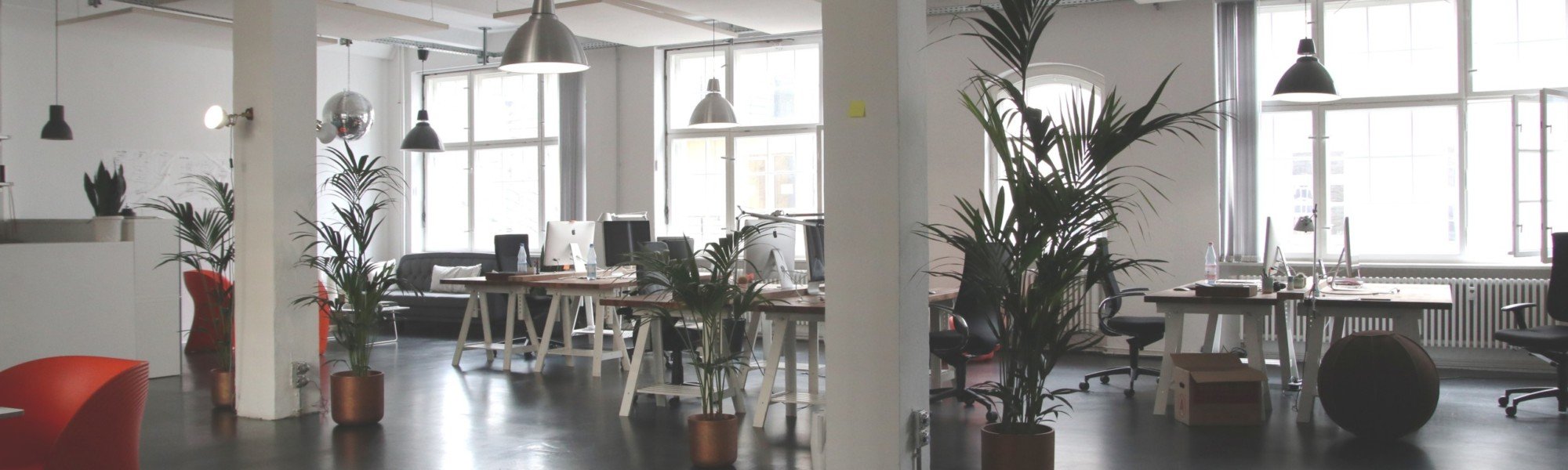 Kuvassa tyhjä toimisto