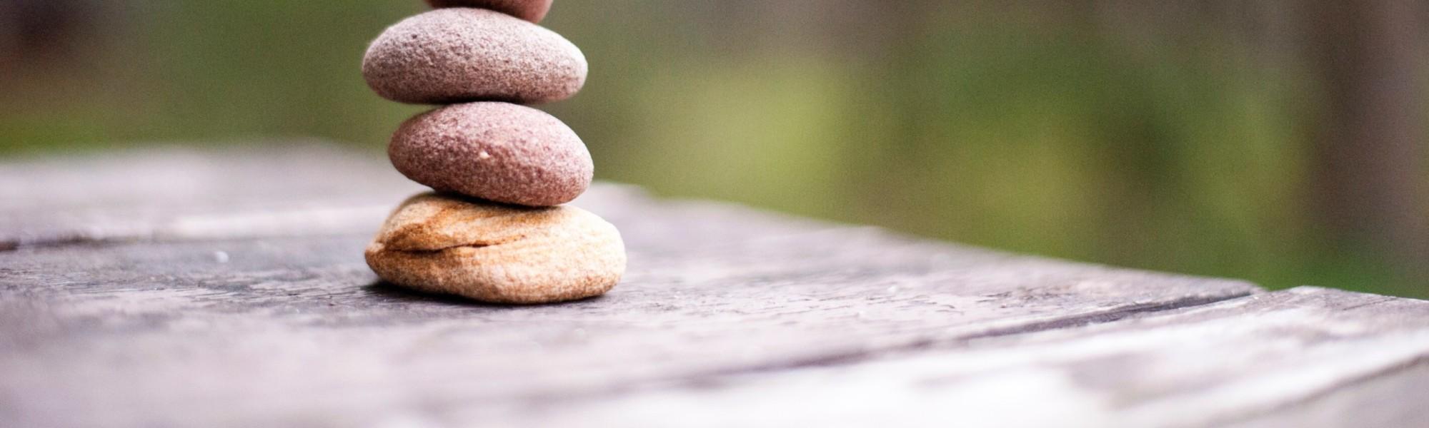neljä kiveä pääällekkäin