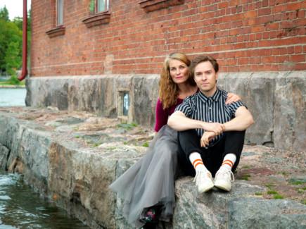 Jonna Järnefeltin ja Jukka Nylundin laulut ja tekstit kertovat elämän käännekohdista.