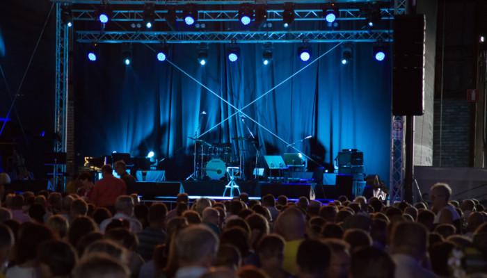 Konserttiyleisöä Meripäivillä