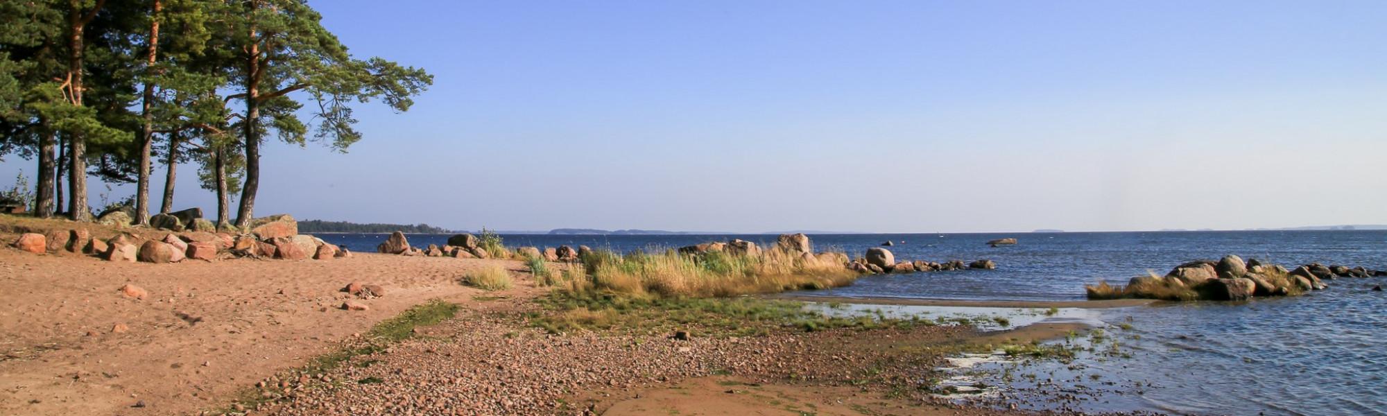 Äijänniemen uimaranta, jossa hiekkainen uimaranta
