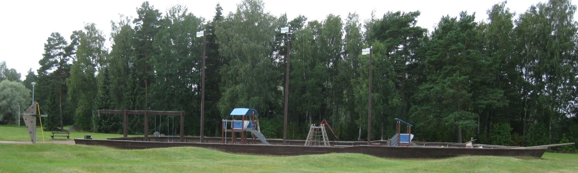 Kuvassa on Haraholmanpuiston leikkipaikka