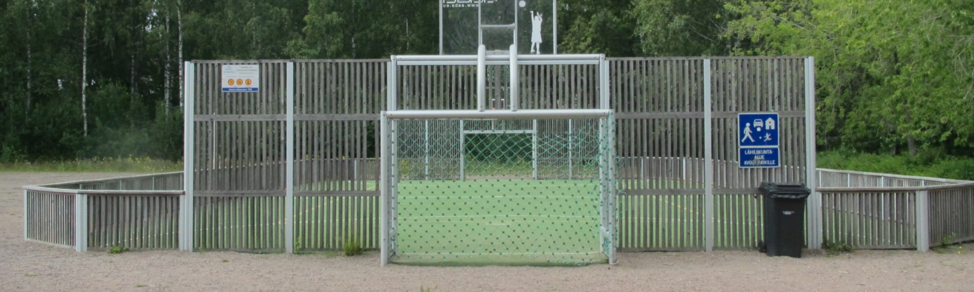 Kuvassa on Ruonalan koulun lähiliikuntapaikka