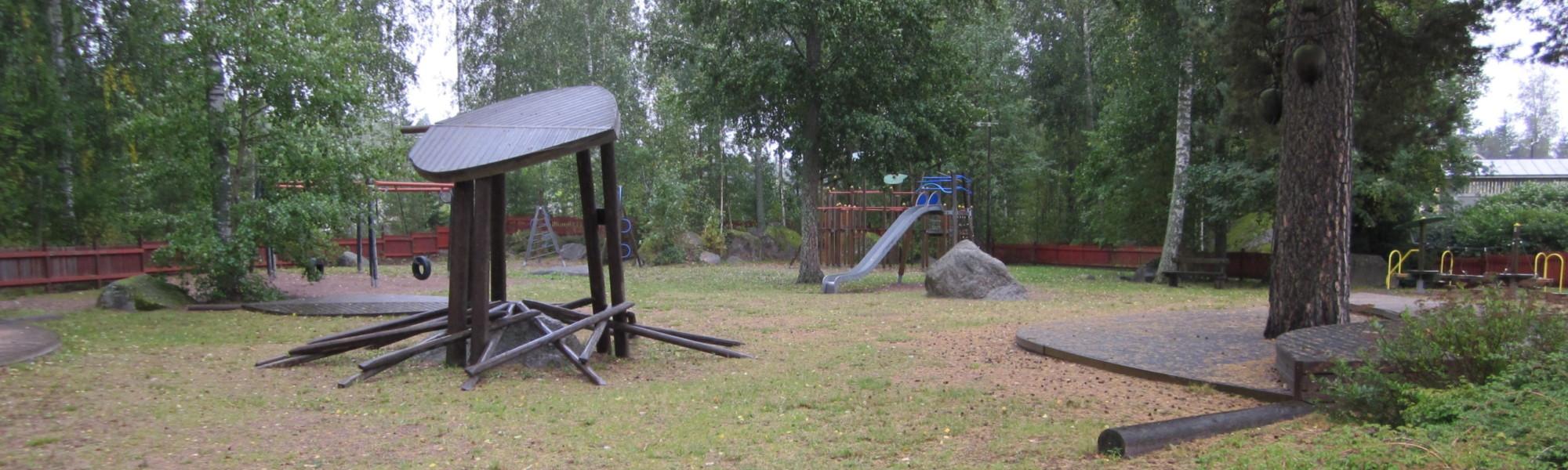 Kuvassa on Hirssaaren leikkikenttä