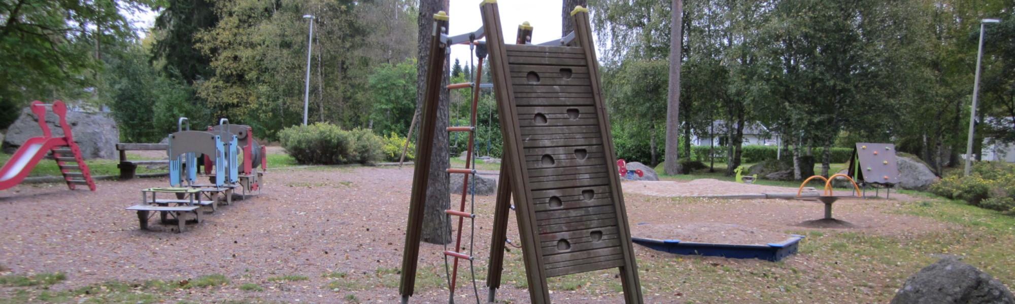 Kuvassa on Kappelipolun leikkipaikka