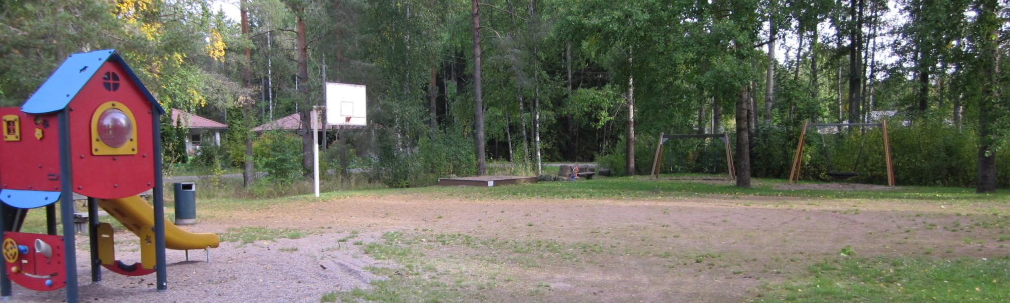 Kuvassa on Katajasuon leikkipaikka
