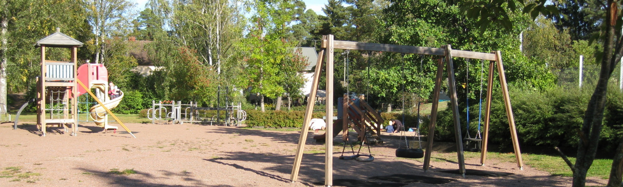Kuvassa on Kilpisen leikkikenttä