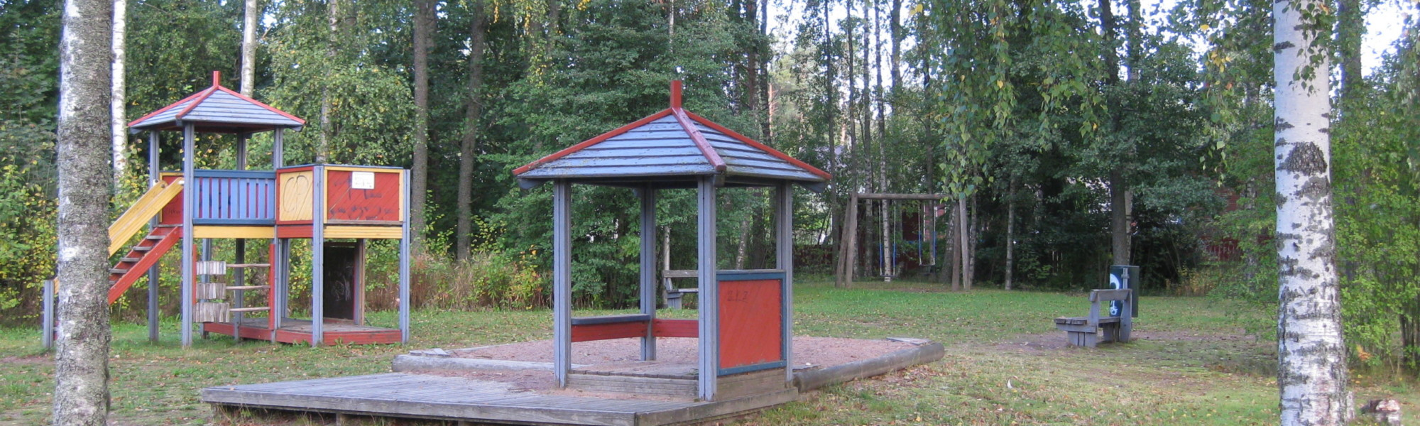 Kuvassa on Kumarruspuuntien leikkipaikka