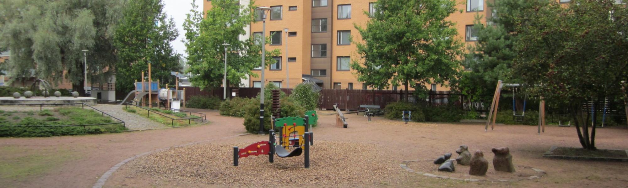 Kuvassa on Mutalahdenpuiston leikkipaikka