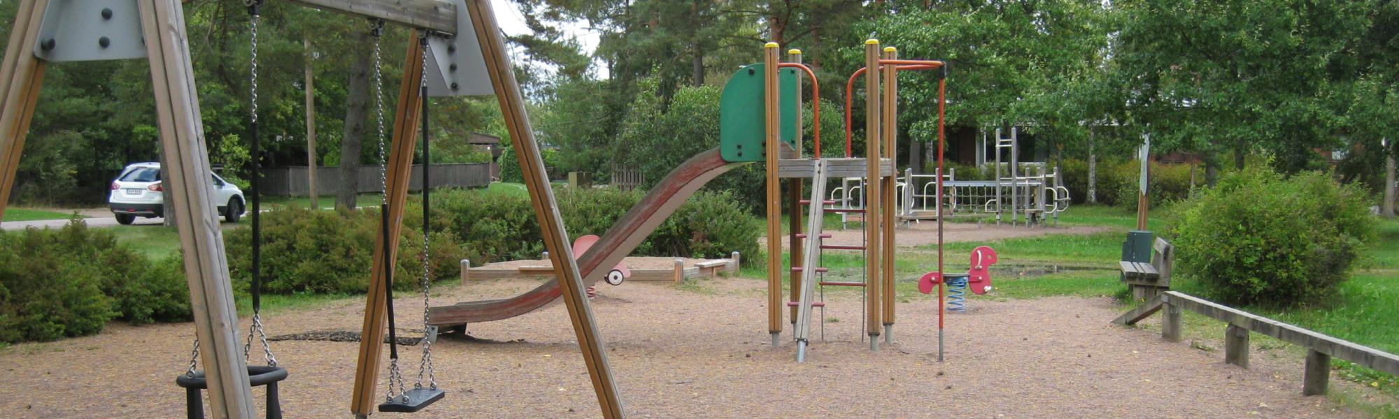 Kuvassa on Myllymatintien leikkipaikka