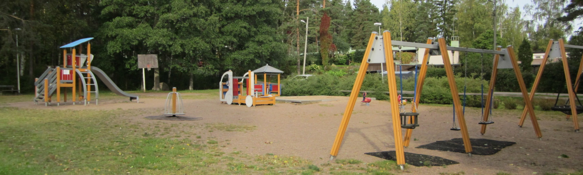 Kuvassa on Pietanpolun leikkipaikka
