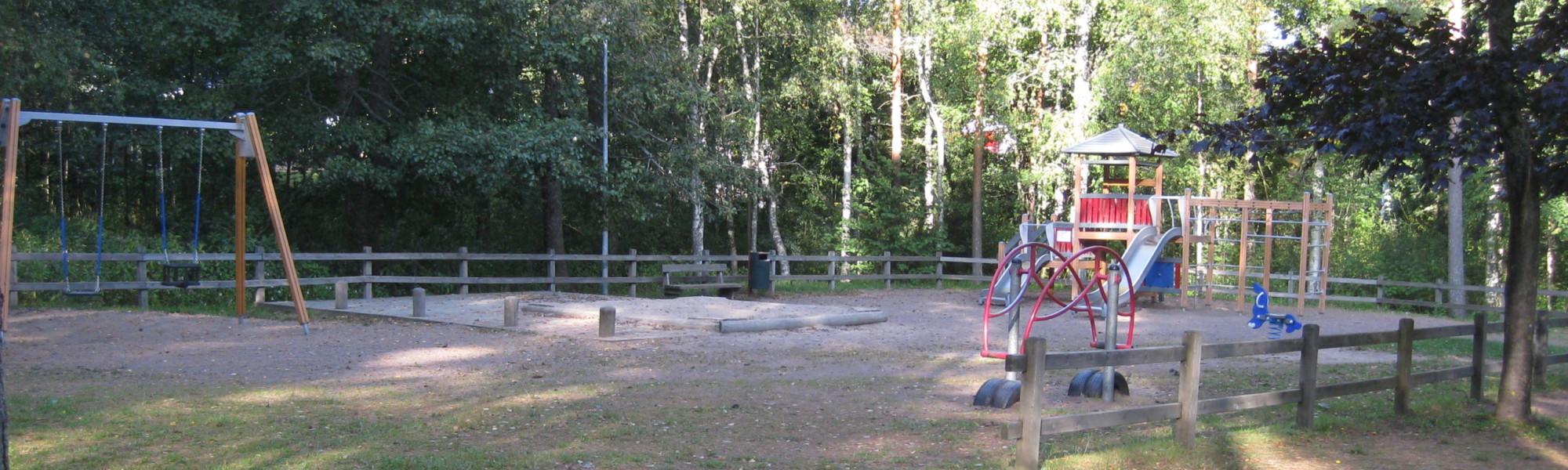 Kuvassa on Suurpalonpuiston leikkipaikka