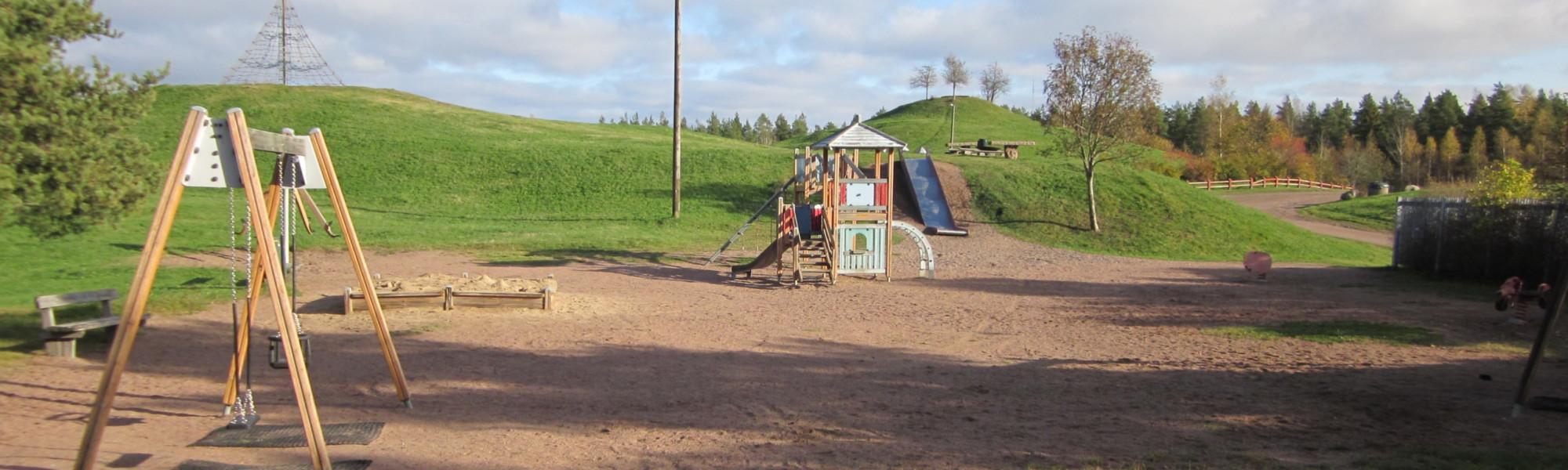Kuvassa on Kumparepuiston leikkipaikka