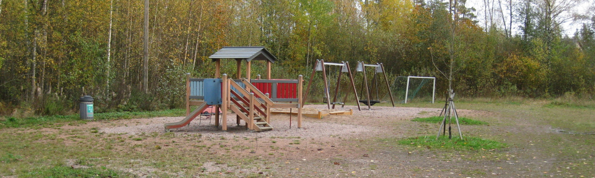 Kuvassa on Petäjäsuon leikkipaikka