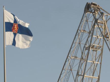 Suomen lippu ja nosturi