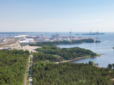 Mussalon satama ja tuulivoimalat
