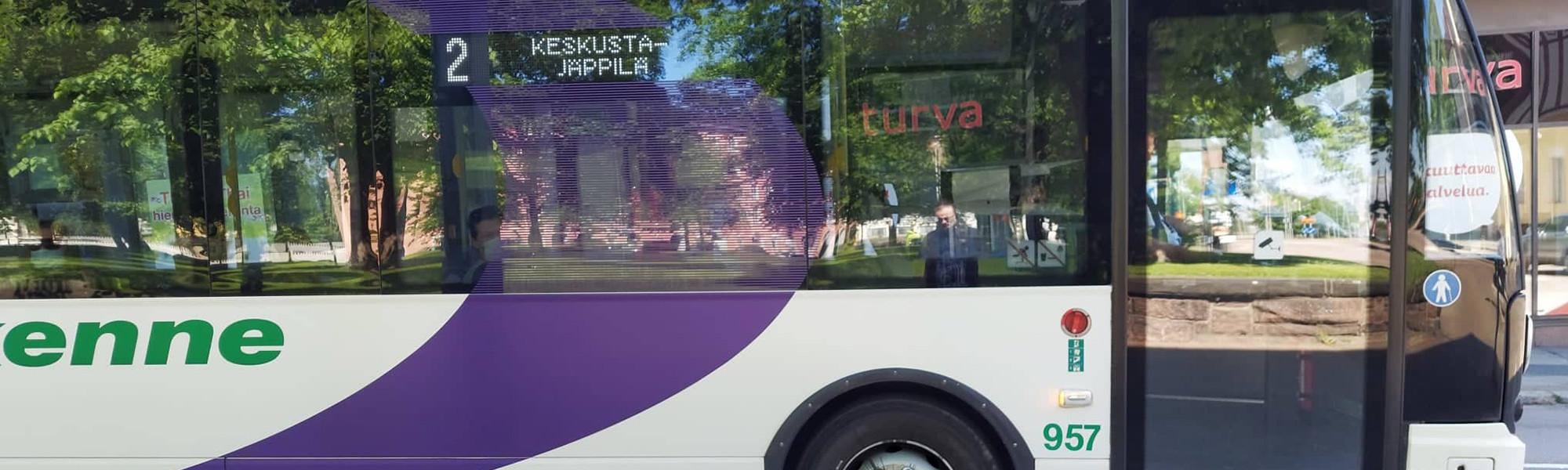 Linja-auto Kotkankadulla
