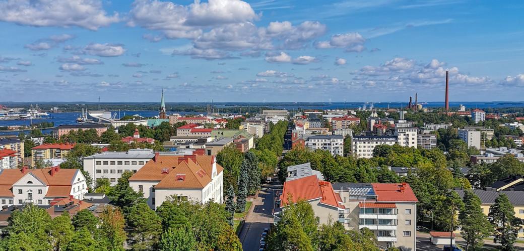 Kuvassa Kotkan kaupunkia kesällä