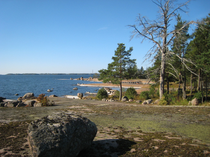 Kuvassa on Pitkäsaaren rantanäkymä