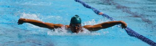 Mies uima-altaassa