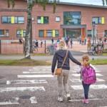 Koulut alkavat keskiviikkona – hellitä kaasujalkaa!